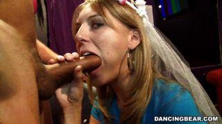 新娘吮和他媽的在bachelorette黨