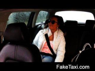 faketaxi熱19歲在出租車