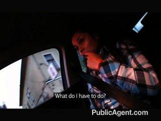 公共機構的小女人上了一個陌生人