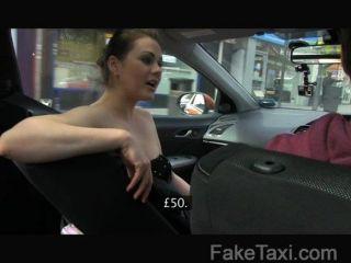 faketaxi毫無價值的女人支付一個好他媽的