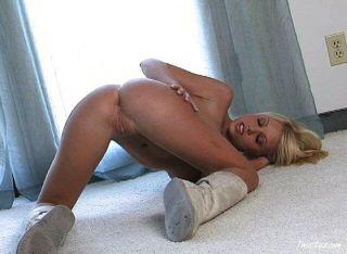 shawna陳列她完美的裸體