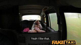 faketaxi地帶俱樂部女孩得到性交