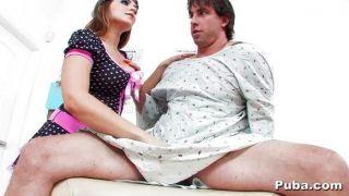 natasha好看見一位熱的男性患者