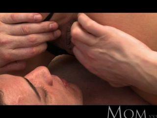 媽媽金發milf愛在早上的性