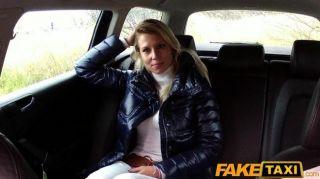 faketaxi金發碧眼的寶貝吮吸和他媽的在出租車