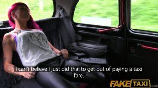 faketaxi朋克搖滾小雞性別在黑色出租車