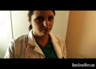 大山雀黑髮護士操她的病人