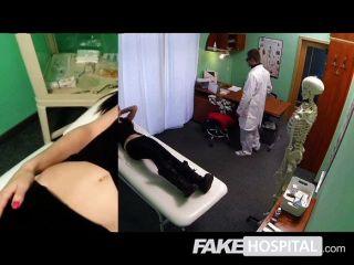 假醫院醫生檢查性感的病人