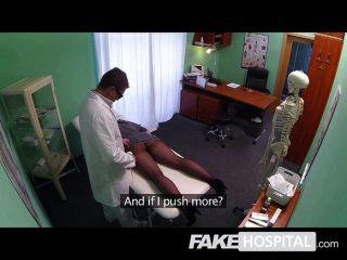 有振動器的假醫院淺黑膚色的男人