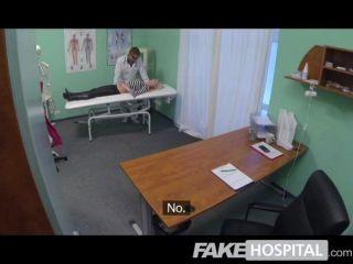 假醫院熱金發得到充分的醫生