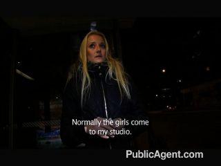 公共機構的金發女郎干我在公共場合