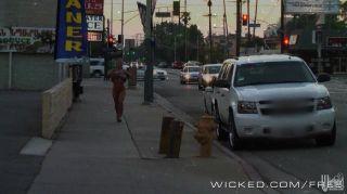 尼古拉斯aniston性在街上