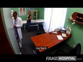 fakehospital年輕金發需要餅