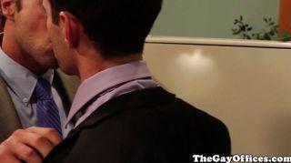同性戀辦公室hunks噴他們的負載