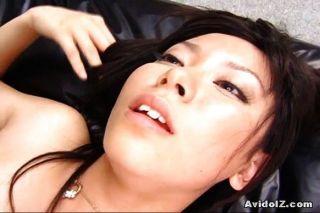 性感satomi maeono性交在沙發上
