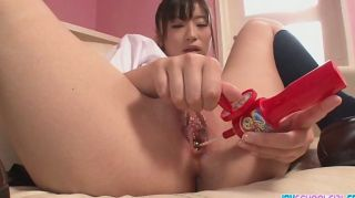 亞洲女學生樂趣她與玩具的twat