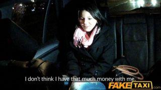 faketaxi年輕寶貝性交由cabbie