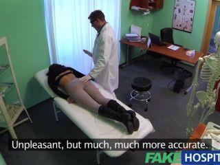 偽造的完美豐滿的苗條病人