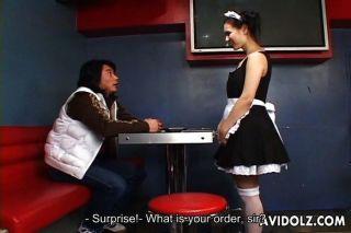 瑪麗亞ozawa在女傭制服的驚人口交