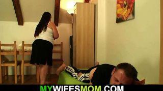 她離開和豐滿的母親在法律他媽的他