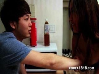 korea1818.com幸運的韓國處女得到他媽的熱韓國寶貝!