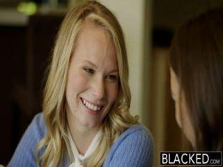 黑人的兩個青少年女孩分享一個巨大的bbc