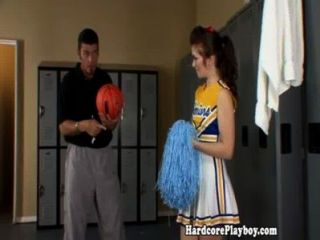 業餘青少年啦啦隊長性交的教練