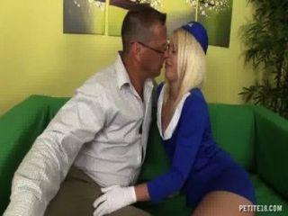 性感的空姐得到性交