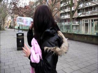pornxn英國女孩在公共場合
