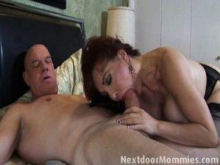 禿頭人他媽的大breasted紅發