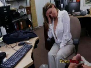 狡猾的商務女士得到性交0021