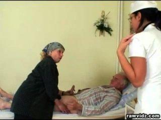 nubile護士得到一個節目