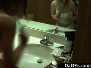我的女朋友拍攝時,她在浴室手淫