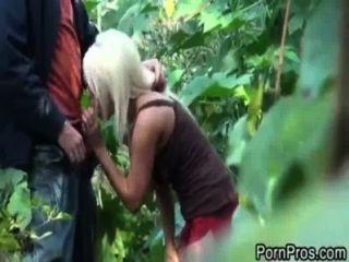 傑克快樂他媽的在森林裡