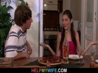 披薩人做他的年輕妻子