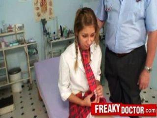 老貓醫生對待學校女孩瑞秋伊万斯