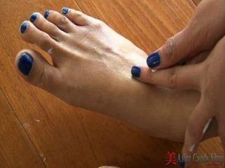 亞洲脫衣舞和腳戲
