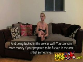 fakeagentuk骯髒的熱歐元女孩在肛門鑄造