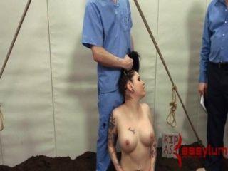哥特女孩得到她的屁股殺了,然後有肛門葬禮