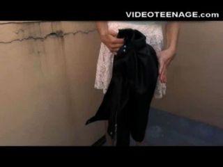 害羞的青少年她的第一個肛門色情影片