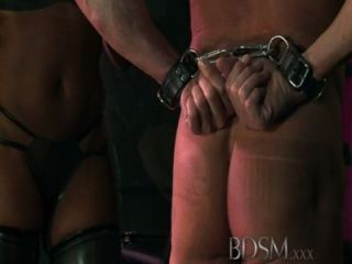 bdsm xxx連帽奴隸被強大的主導doms測試
