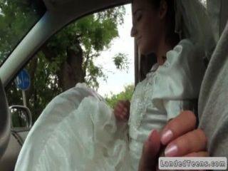 歐元新娘給手在汽車pov