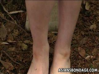 可愛的日本女生被綁定,暫停和嘴他媽的努力