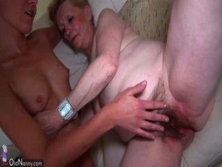 漂亮的年輕女人和老奶奶手淫