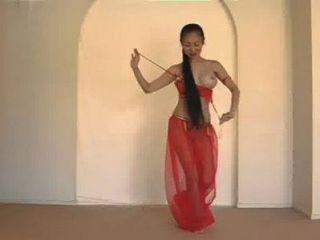 美麗的泰國肚皮舞表演者