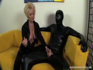 統治老奶奶支配她的奴隸