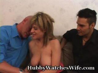 妻子是如此高興有擁有看著她他媽的另一個