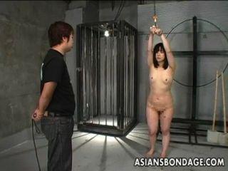 日本女孩鞭打和綁定