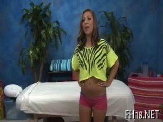 性感18歲的hottie接受性交硬