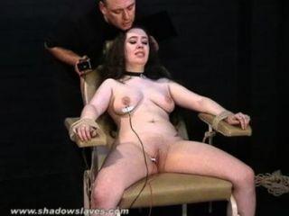 電擊酷bbw在粗暴的糞便綁和嚴重的痛苦的脂肪奴隸